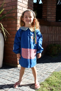 "Molly on her first day of school in her ""guarda polvo."""